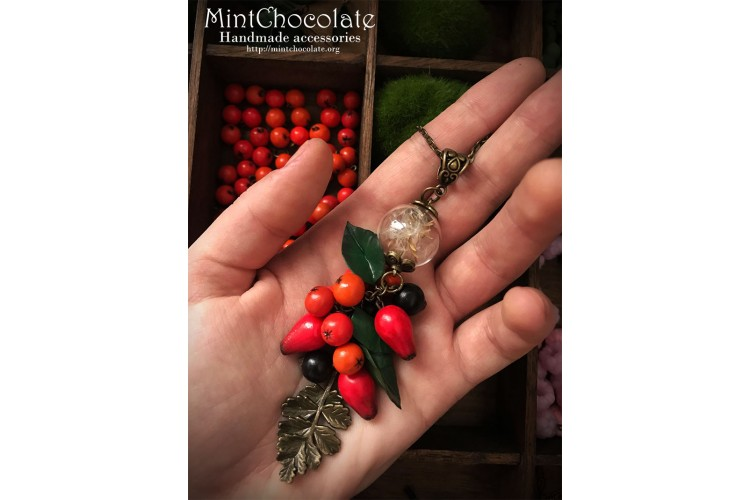 Red autumn berries necklace