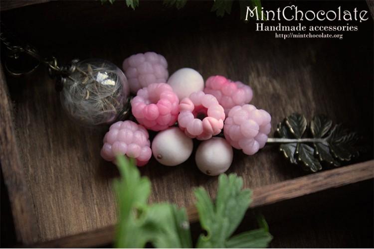 Raspberry snow pendant