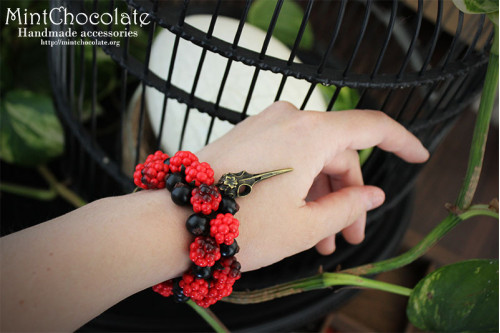 Black & Red berries bracelet