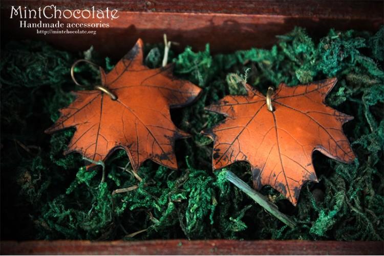 Brown mapple leaf earrings