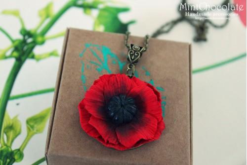 Small poppy pendant