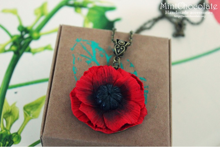 Small poppy pendant