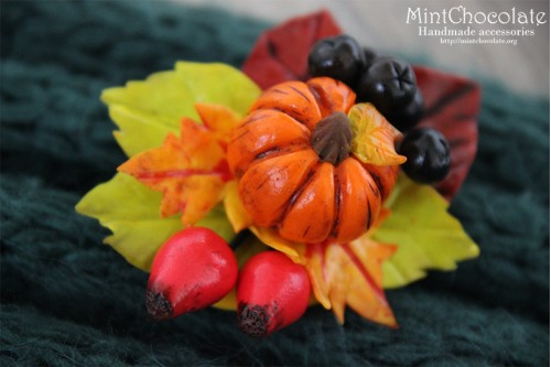 Pumpkin and berries brooch