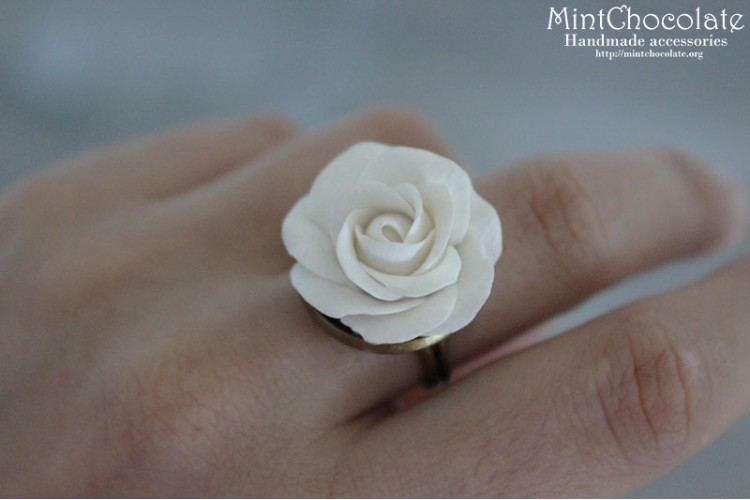 White rose ring (small)