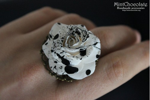 Black&white ring