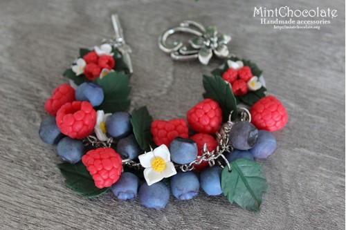 Forest berries bracelet