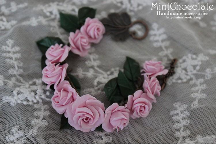 Pink roses bracelet