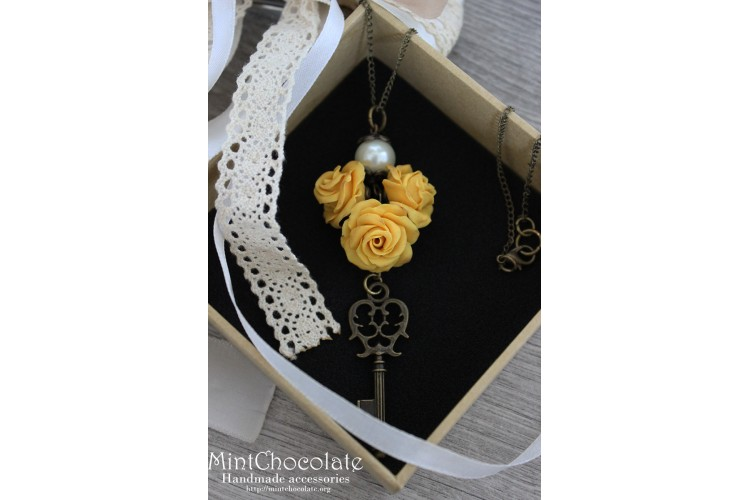 Yellow roses pendant