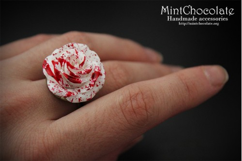 Bloody rose ring