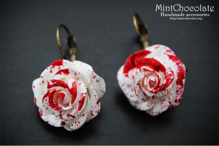 Bloody roses earrings