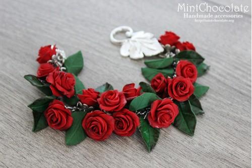 Red roses bracelet