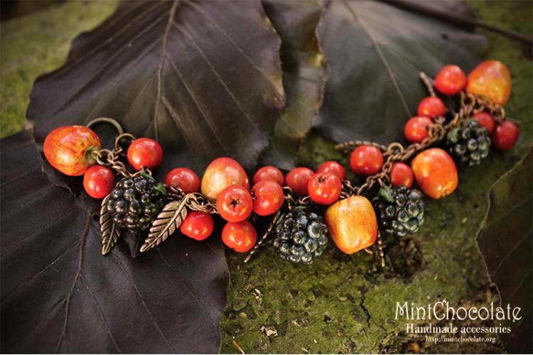 Apples and berries bracelet