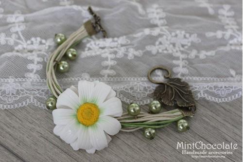 Simple daisy bracelet