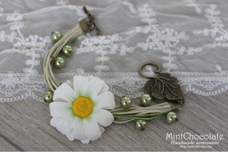 Simple daisy bracelet