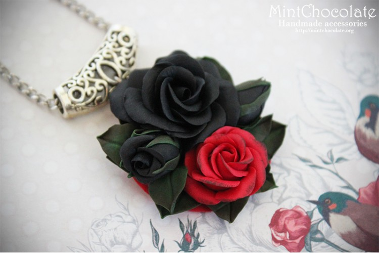 Black&red roses pendant