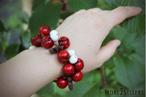 Spicy cherry bracelet