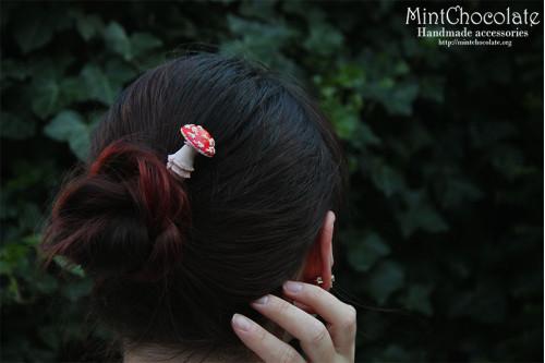 Amanita hairpin