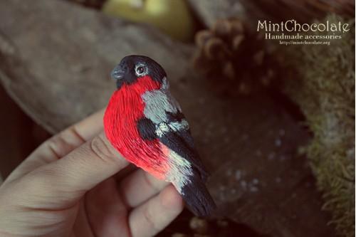 Bullfinch brooch