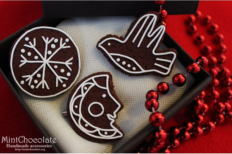 Christmas cookie brooches